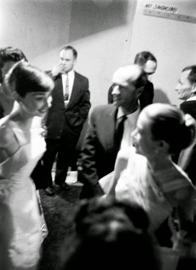 Audrey Hepburn and Grace Kelly backstage at the 28th Annual Academy Awards, 1956 (1)