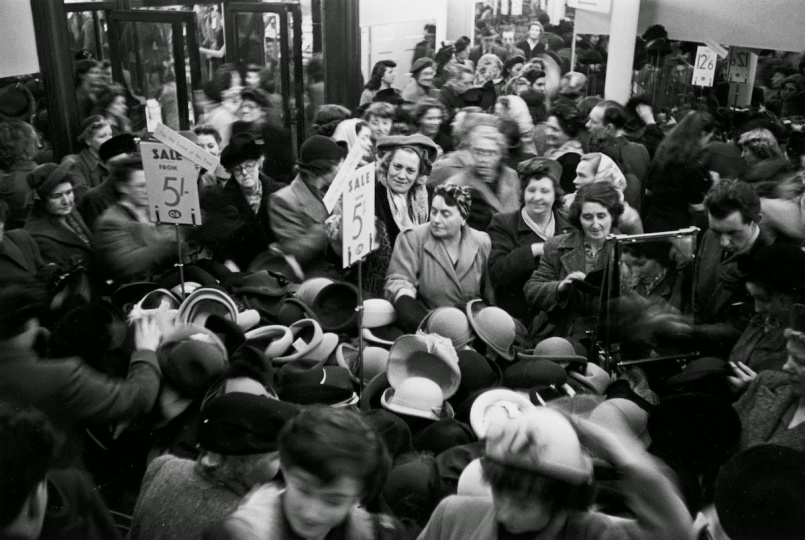 Bargain Hunters Shopping during the Holidays since the Early 20th Century (10)