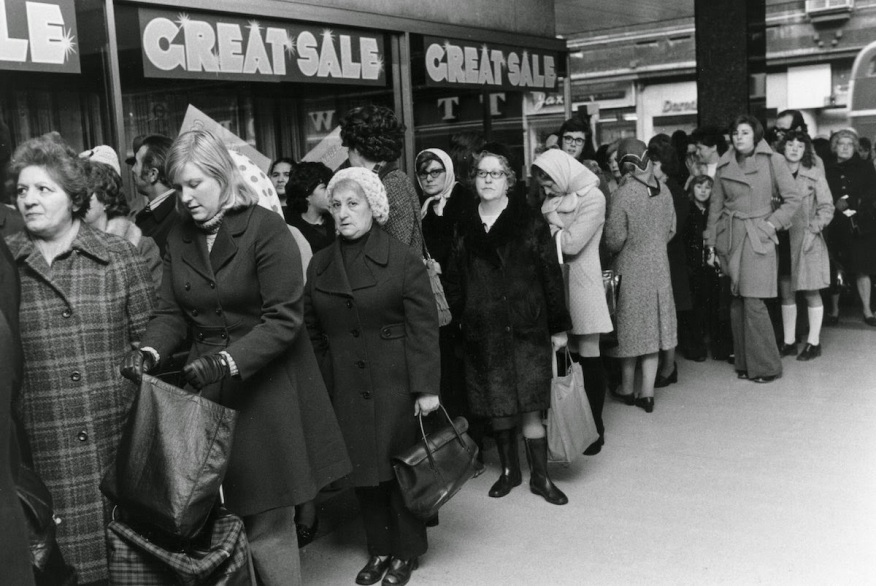 Bargain Hunters Shopping during the Holidays since the Early 20th Century (19)
