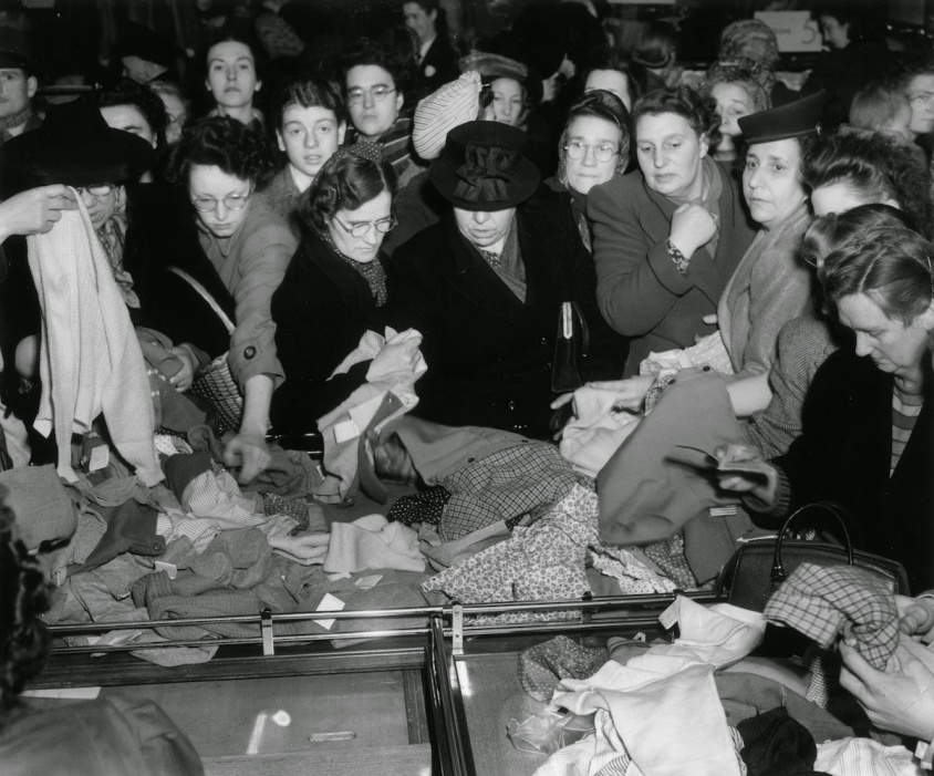 Bargain Hunters Shopping during the Holidays since the Early 20th Century (9)