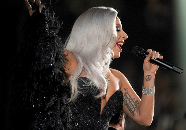 Oscars-2015-Lady-Gaga-presentera-une-performance-exceptionnelle_visuel_article2