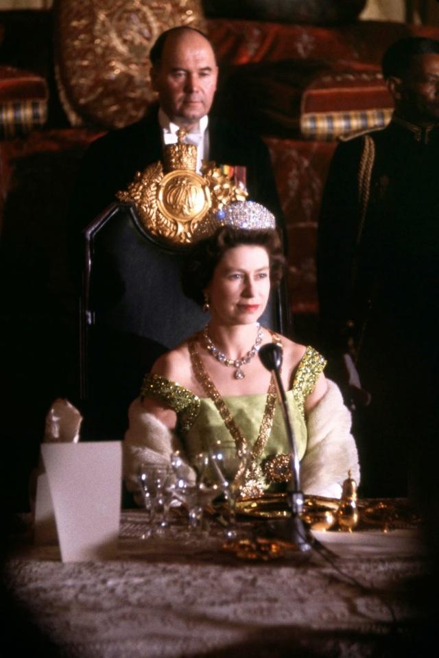 Queen Elizabeth II (13)