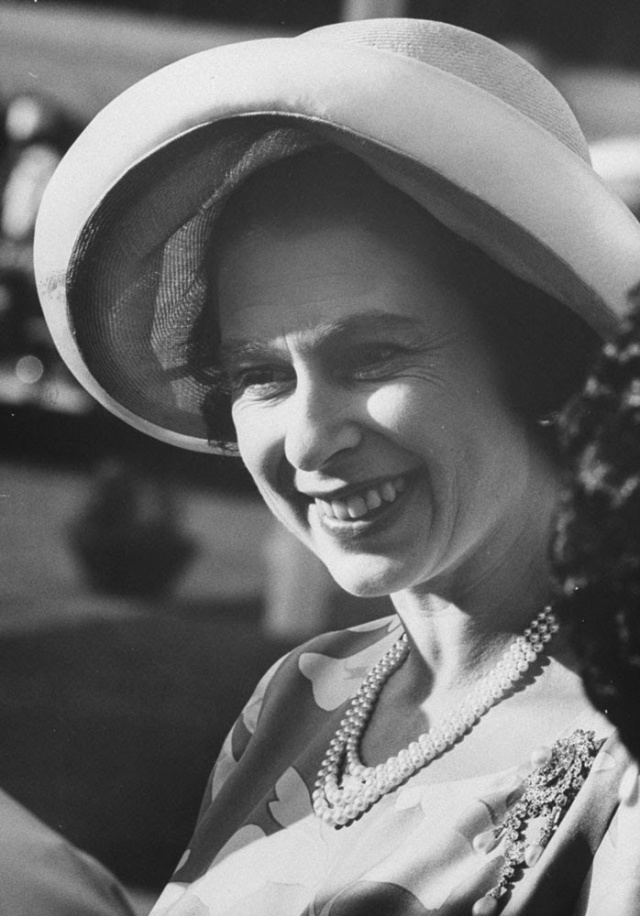 Queen Elizabeth II (8)