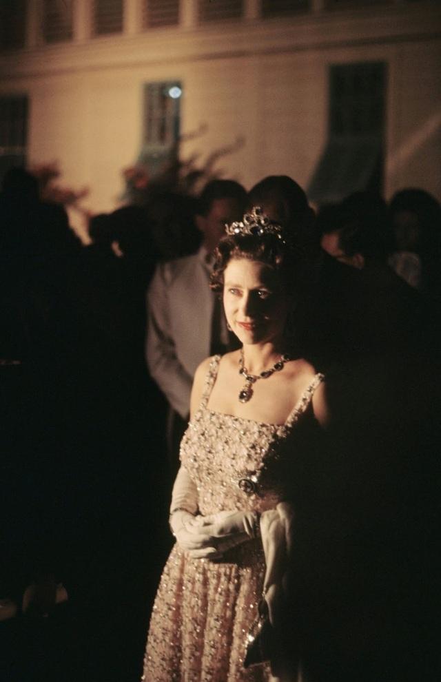 Queen Elizabeth II (9)
