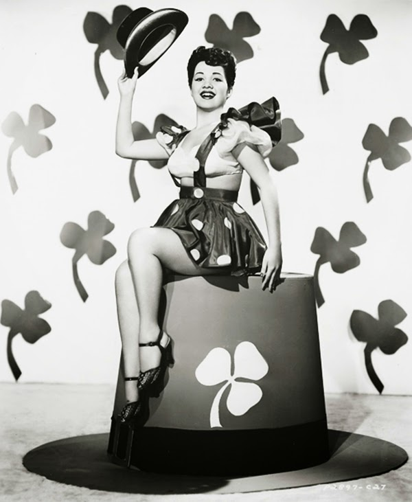Vintage St. Patrick's Day Pin Up (3)