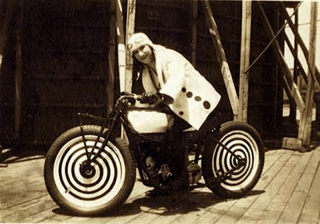 Early Women Motorcycle Stunters (1)