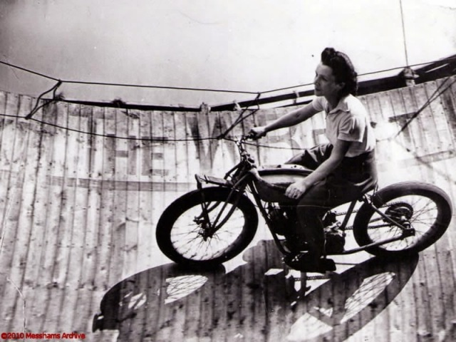 Early Women Motorcycle Stunters (10)