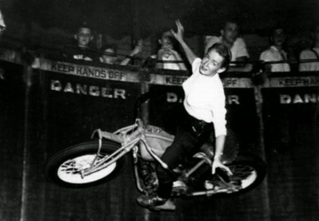 Early Women Motorcycle Stunters (3)