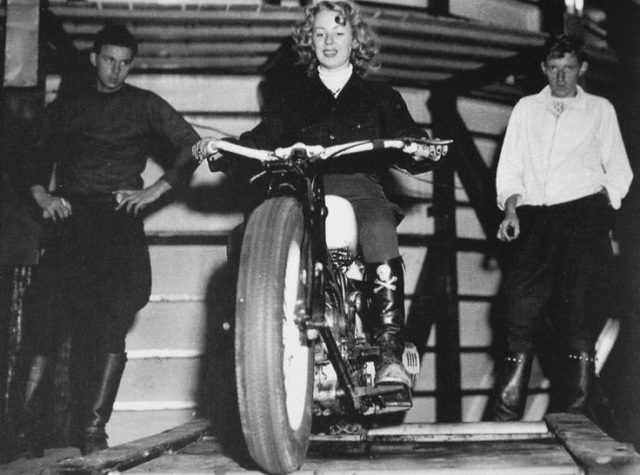 Early Women Motorcycle Stunters (7)