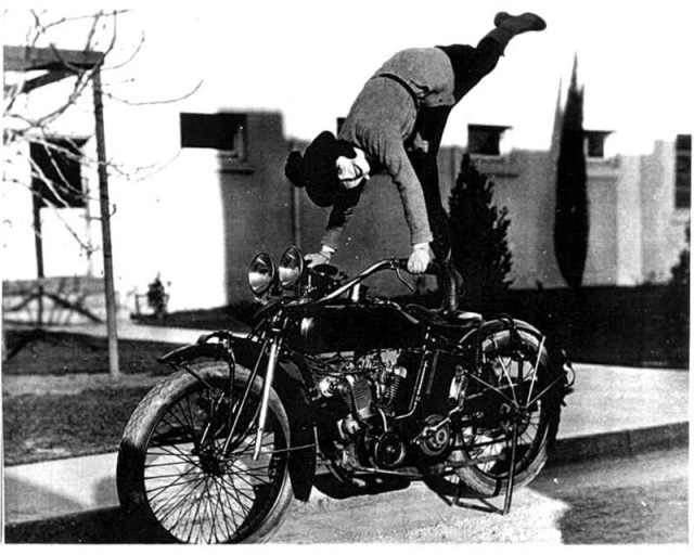 Early Women Motorcycle Stunters (8)
