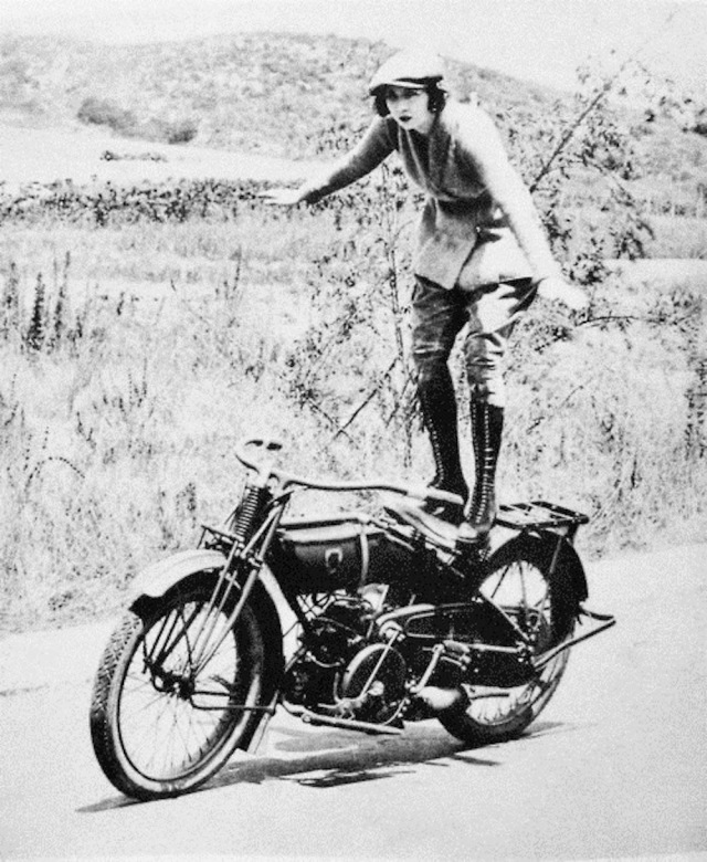 Early Women Motorcycle Stunters (9)