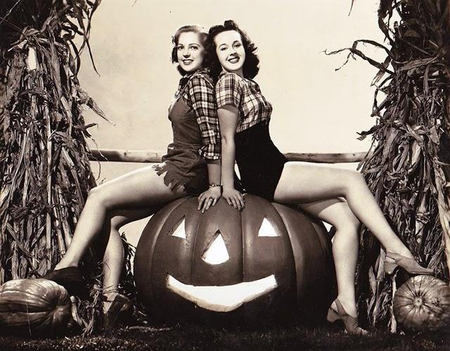 Anne Gwynne & Peggy Moran c.1939